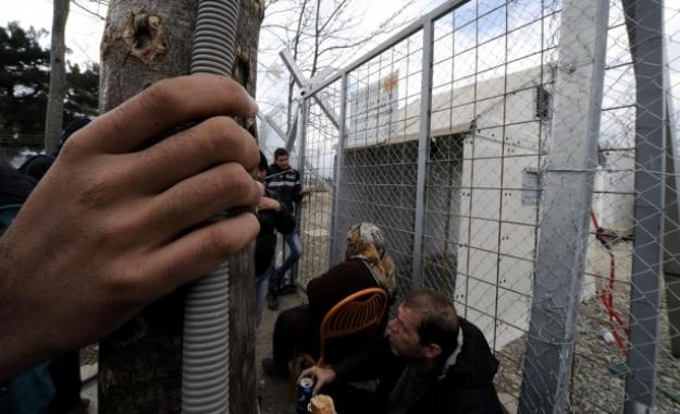 Προς πλήρη κατάρρευση η χώρα στο προσφυγικό