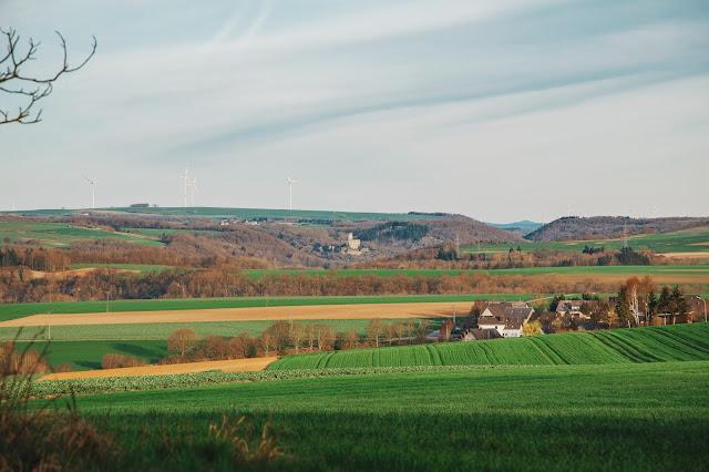 Traumpfad Eltzer-Burgpanorama  Premiumwanderweg  Traumpfade Rhein-Mosel-Eifel-Land  Wanderung Burg-Eltz 03