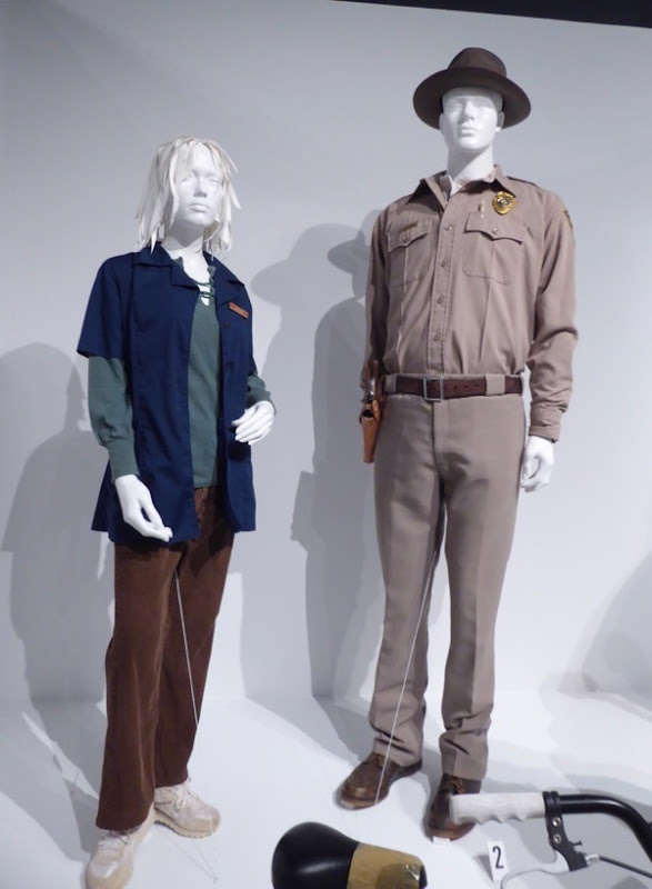 Stranger Things season 1 Joyce Jim costumes