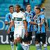 Com um gol em cada tempo, Grêmio vence o Coxa na Arena e já pensa no Corinthians