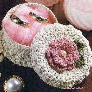 http://crochetenaccion.blogspot.com.es/2012/04/una-cajita-especial.html