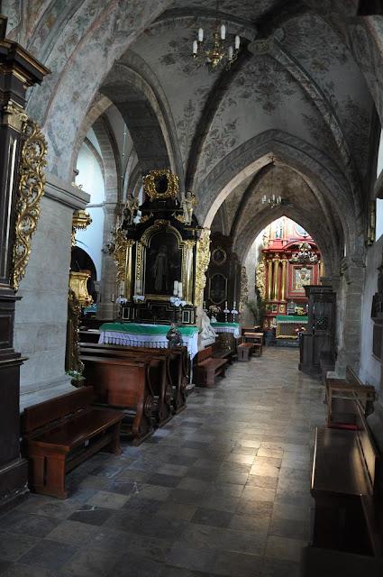 Późnoromański kościoł pocysterski w Koprzywnicy - nawa południowa