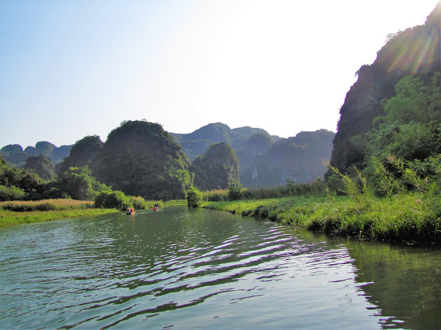 trang an boat ninh binh vietnam