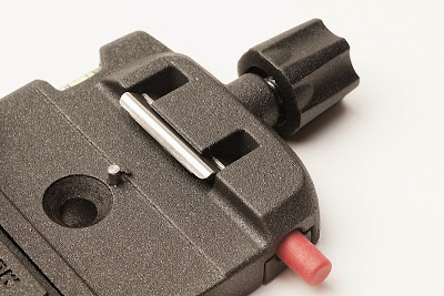 Manfrotto Q6 clamp QR plate engaging mechanism detail