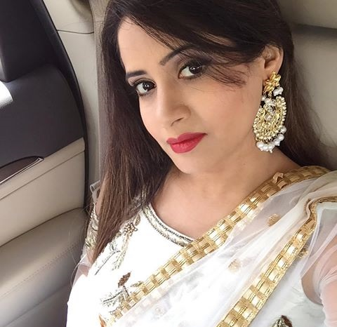 Miss pooja age