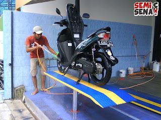 Bisnis mahasiswa cuci motor