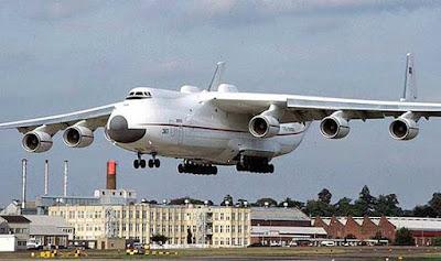 Imagen de gigantesco avion aterrizando