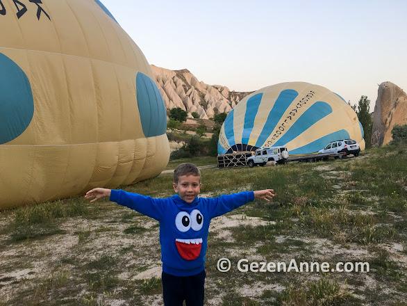Kapadokya balon turu öncesi, balonlar şişirilirken