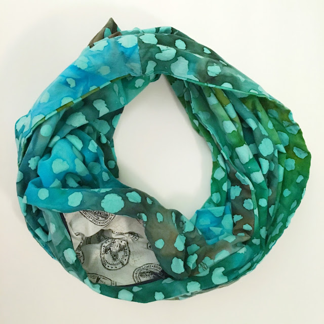 Travel infinity scarf with secret pocket
