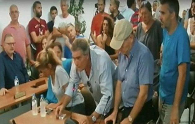 Ξέσπασαν κατά του Ηλία Ψινάκη στο Δημοτικό Συμβούλιο Μαραθώνα (βίντεο)