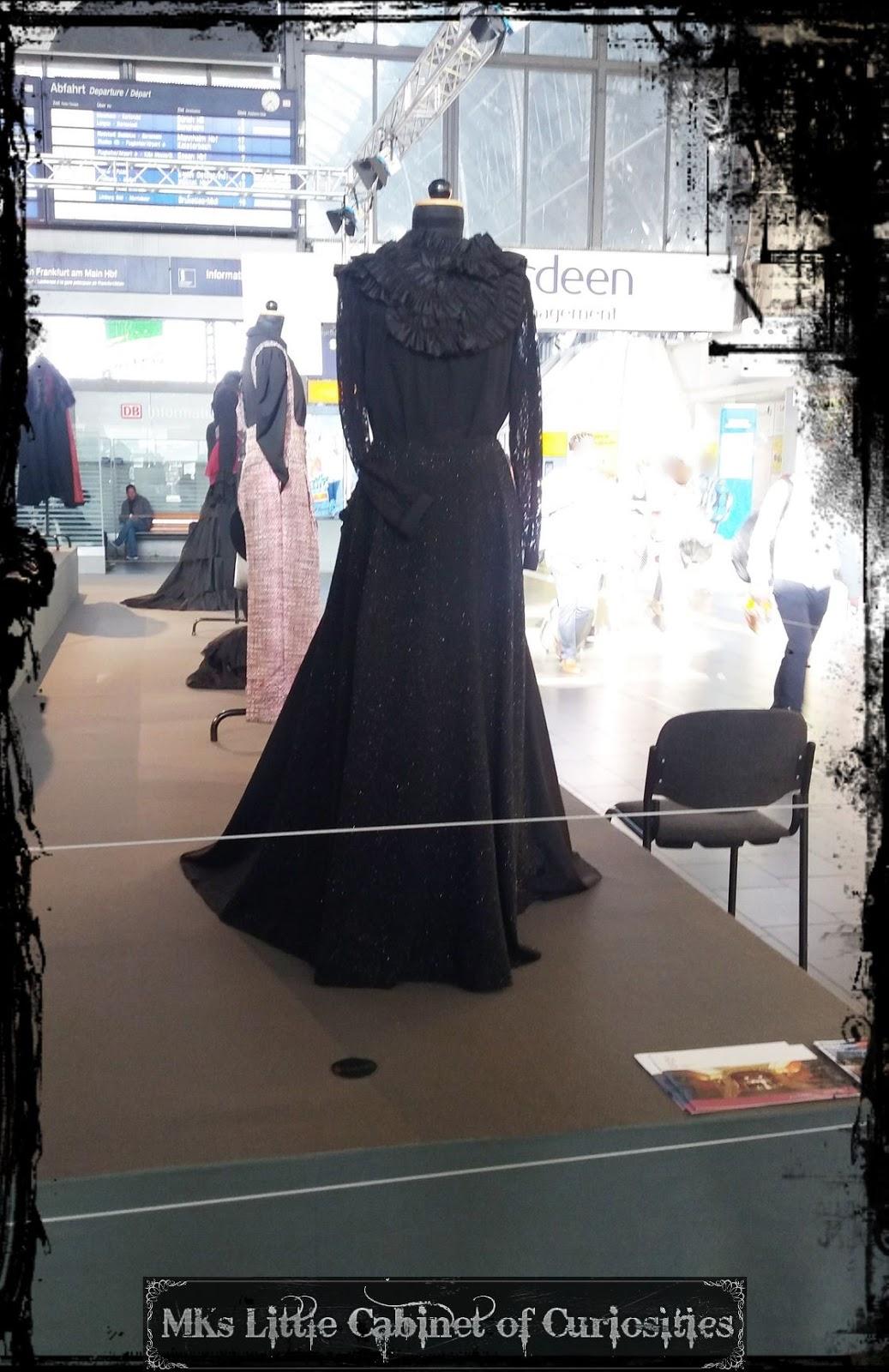 Mks little cabinet of curiosities impressions of june for Mode bekleidung schule frankfurt