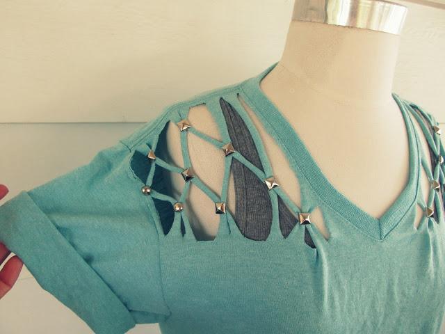 diy customisez un t shirt en 3 coups de ciseaux so sexy initiales gg. Black Bedroom Furniture Sets. Home Design Ideas