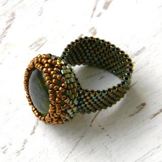 Оливковое кольцо из бисера - зеленое кольцо ручной работы