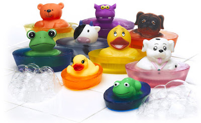 Mydła dla dzieci sa bardzo delikatne. Mają kształty z postaci bajkowych, piękne kolory i miłe zapachy.