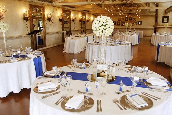 Royal blue silver white wedding decorations http for Blue and white weddings