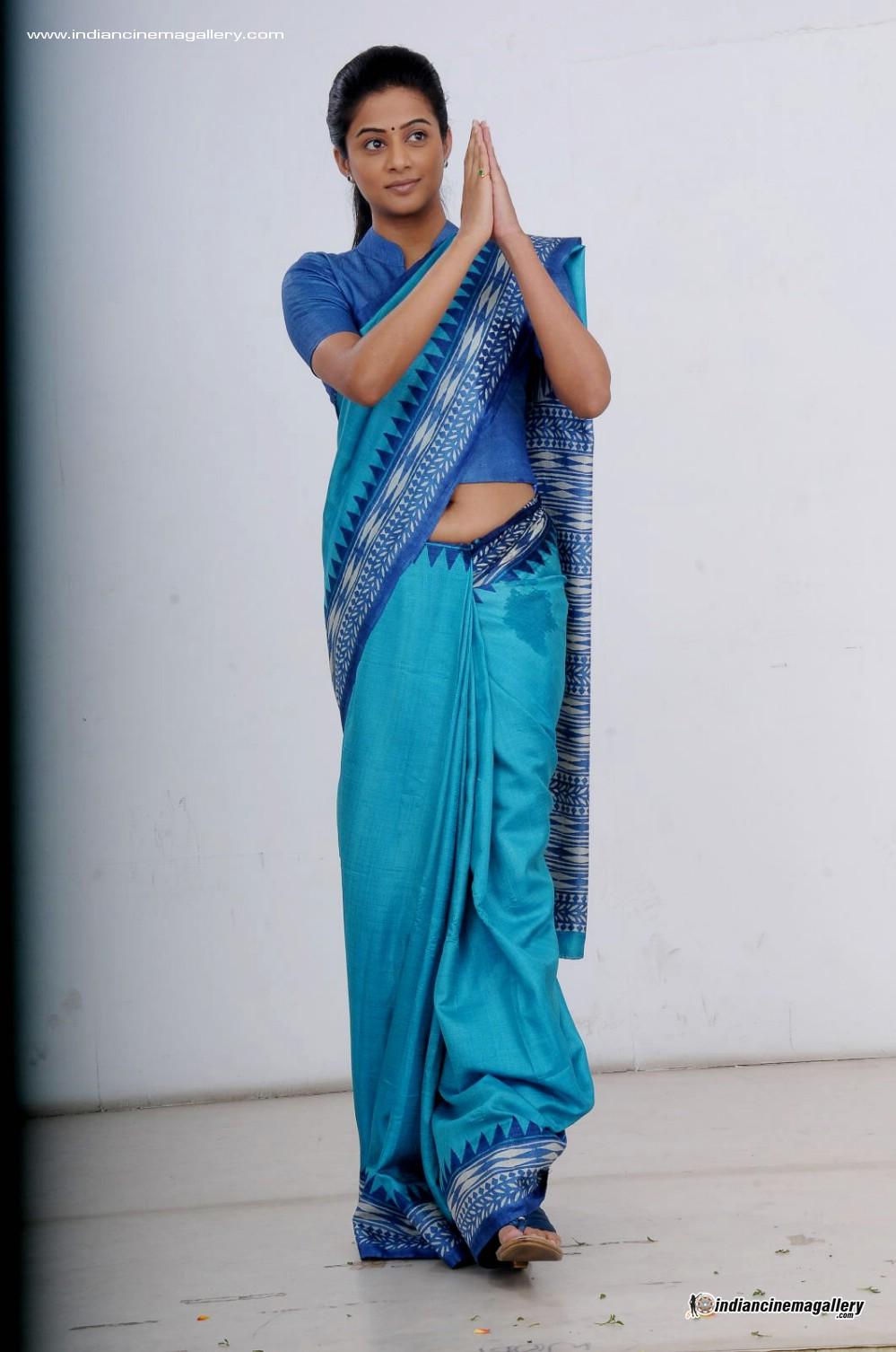 Priyamani hot navel show photos in saree « Mallufun.com