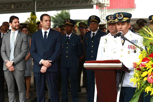 Paulo Câmara empossa novo comandante-geral do Corpo de Bombeiros