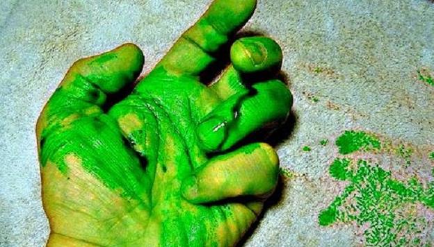 متى يتحول دمّك إلى اللون الأخضر؟  اعرف الإجابة في هذا الفيديو