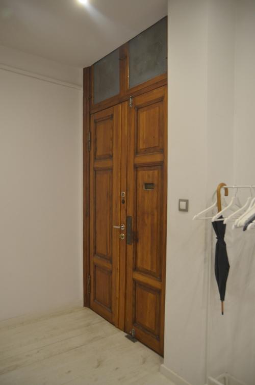 oryginalne przedwojenne drzwi wejściowe