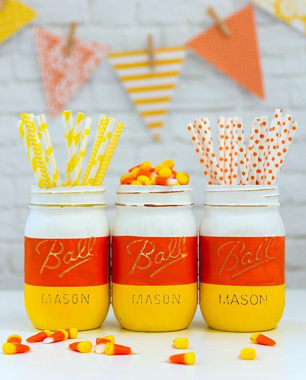 Easy Halloween Mason jar craft ideas. Best 25 ways to use Mason jar on this Halloween. Halloween Candy Corn Mason jar. Mason jar for treat and party decoration. Halloween decorative Mason jar. Halloween mason jar gift ideas.