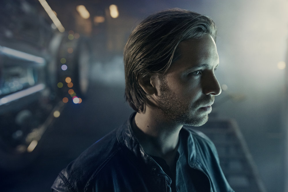 "12 Monkeys' Aaron Stanford: There will be ""dark days"" ahead for Cole"