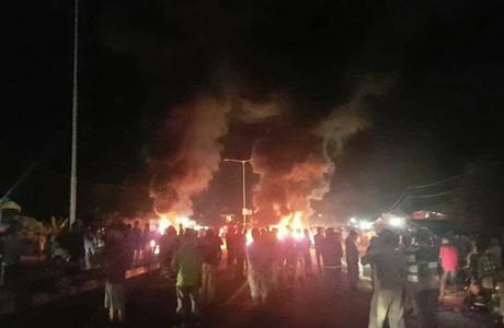 Buntut Penangkapan Oyon Poget, Ribuan Warga Blokir Jalan, Bypass Aia Pacah Padang Membara