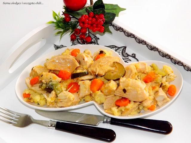 Piersi z kurczaka z warzywami i kaszą jaglaną.