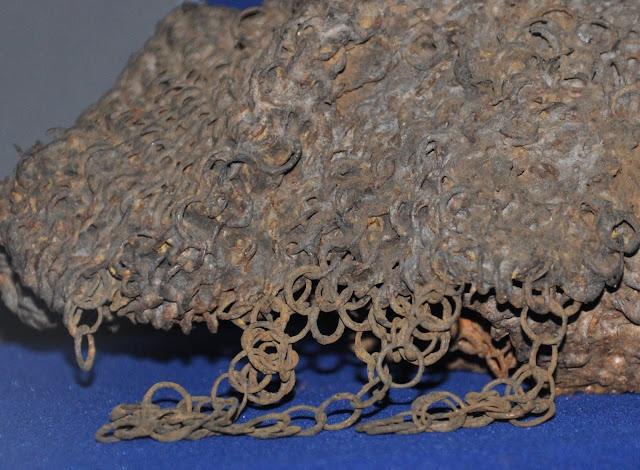 Wczesnośredniowieczna kolczuga wyłowiona z Jeziora Lednickiego