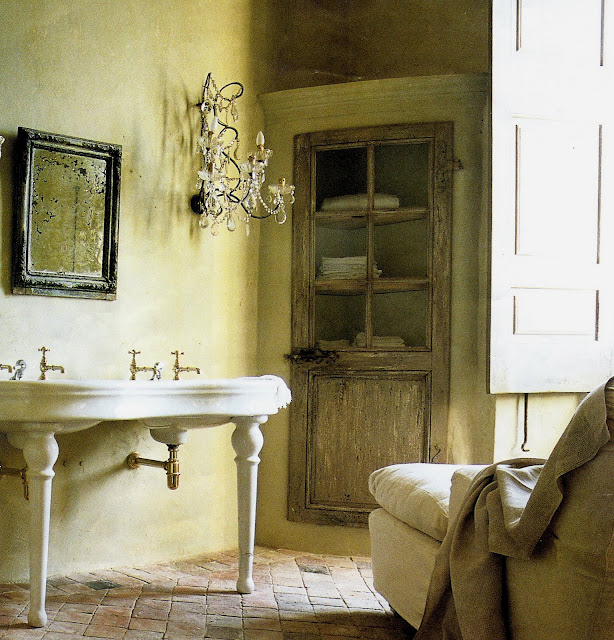 Bath Vanity in white porcelain with double sinks, terra cotta tile, and wood shutters, image from Maisons Côté Sud, edited by lb for linenandlavender.net (l&l)