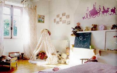 Habitación infantil bien decorada