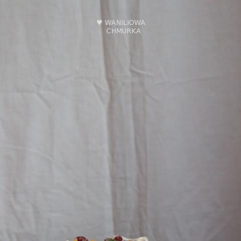Pavlova z jogurtowo-śmietankowym kremem i owocami