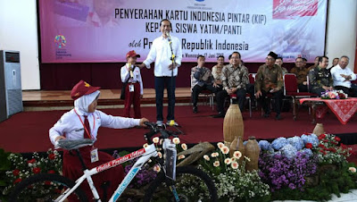 Presiden Jokowi Dilarang Bagi-bagi Sepeda Saat Kampanye Pilpres 2019 - Info Presiden Jokowi Dan Pemerintah