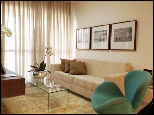 Quadros Para Sala De Estar Pequena ~  azul turquesa mas na frente da cortina e da mesa de centro de vidro
