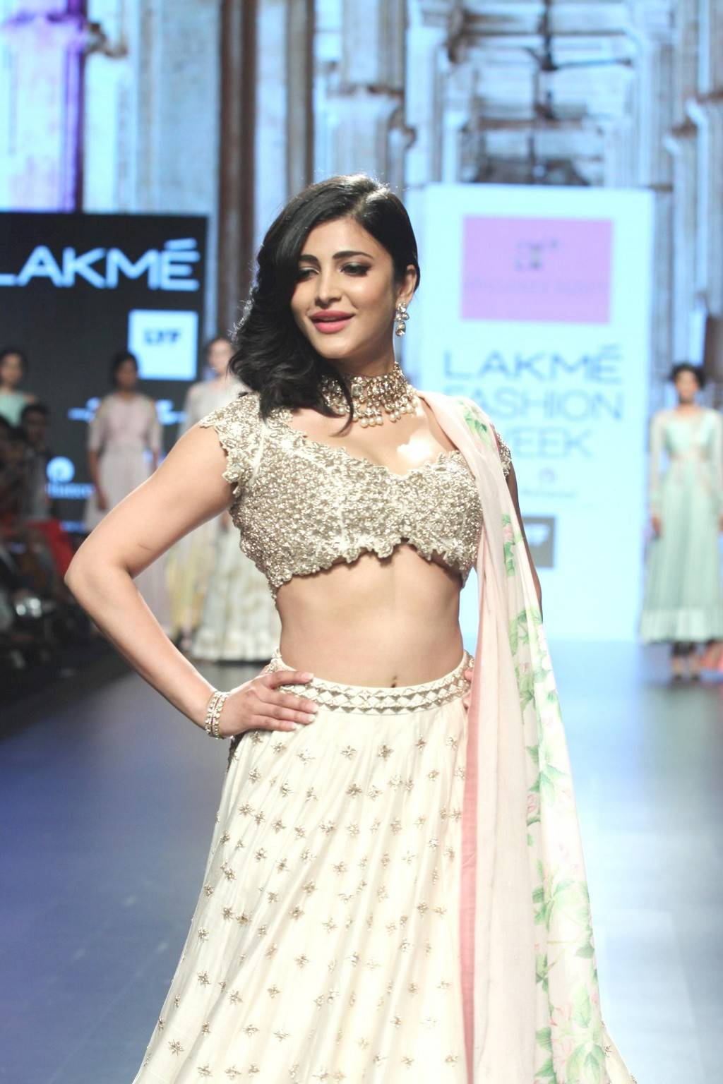 Shruti Haasan Navel Show Photos At Lakme Fashion Week