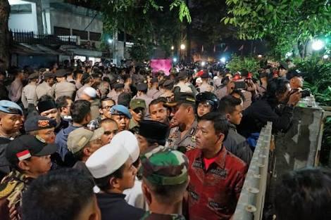 Hahaaha Ketahuan Kalau Bayaran, 2 Orang Massa Penyerang YLBHI yang Dirawat di RS Panik & Melarikan Diri