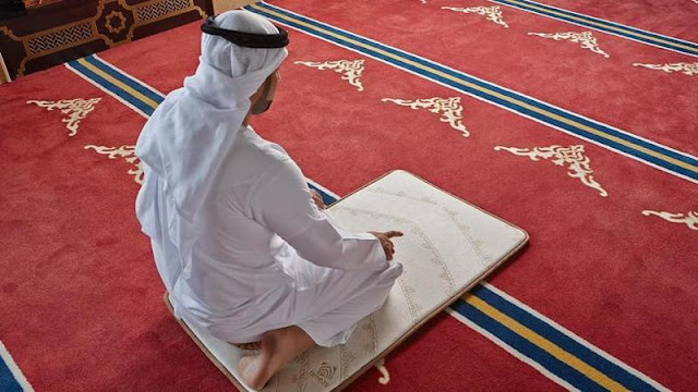 Bacaan Doa Tahiyat Akhir Arab, Latin, dan Terjemahannya