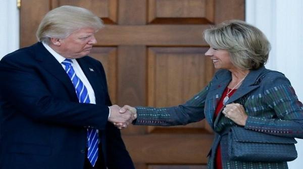 Trump nombra a una multimillonaria como secretaria de Educación