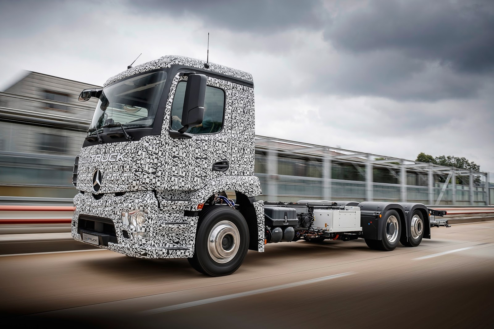 Mercedes Benz Unveil All Electric 26t Heavy Duty Urban Etruck