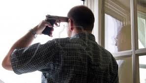 ¿Cuál es la razón para dispararse uno mismo en la cabeza con un revólver?