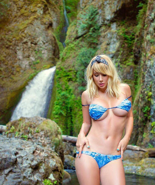 Hot girls Sara Underwood show body with bikini 2