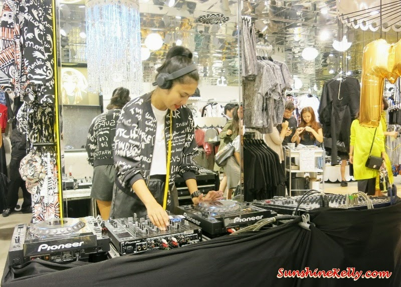 Monki @ 1 Utama, Monki 1Utama Pre-Opening Party, new in 1Utama shopping. Flower Headband, Laced and Net Hedband, optimistic, DJ spinning