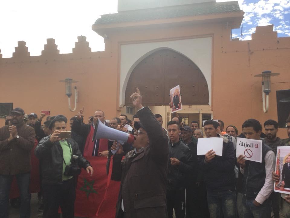 """تارودانت24 _ الحايل..احتجاجات """"الزبالة"""" تقودها جهات لفظها الشارع الهواري تتخذ لها منصات جماعات مجاورة"""