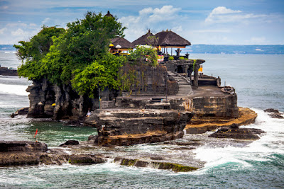 Pura tanah lot tempat wisata bagus unik di bali Tempat wisata di bali yang wajib anda kunjungi, wisata indonesia terbaik di bali, wisata bali terunik, pemandangan bali wisata terindah, visit bali parawisata terindah, tempat wisata terbaik di bali, bali visit place terbaik
