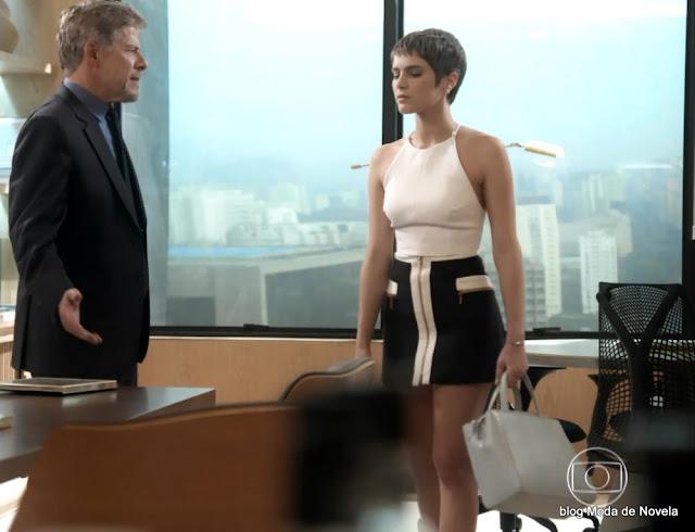 5 fotos do look da Letícia dia 28 de dezembro na novela A lei do Amor