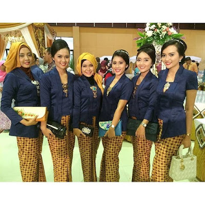 Model Kebaya Kutubaru Navy Rok Batik Kawung