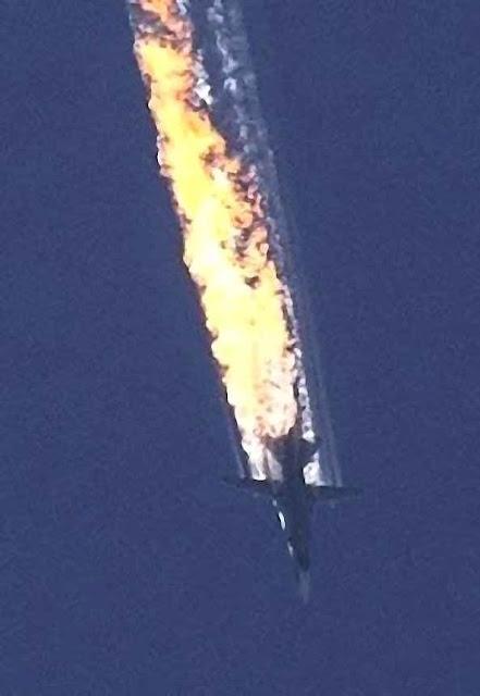 Su-24 russo cai derrubado por jato turco. Intervenção militar russa no Oriente Médio não pacificou mas acirrou os confrontos.