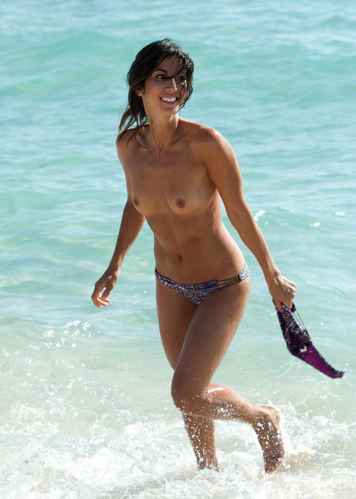 Asian topless beach-5953