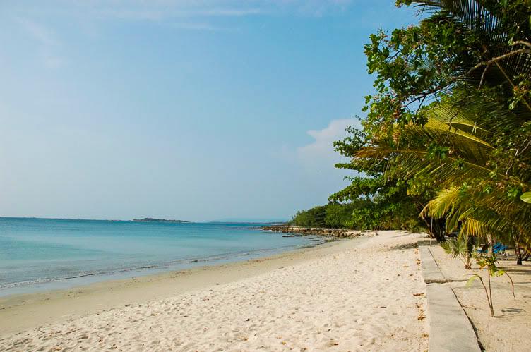 Melepas Penat di Pantai Ciputih Pandeglang