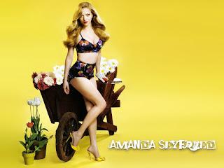 Amanda seyfried hot photoshoot with yellow background