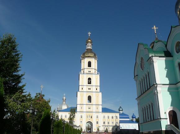 Банчены. Свято-Вознесенский монастырь. Свято-Троицкая церковь и колокольня